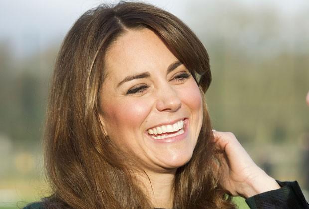 Kate Middleton, a duquesa de Cambridge, sorri durante evento na última sexta-feira (30) na sua antiga escola St. Andrews