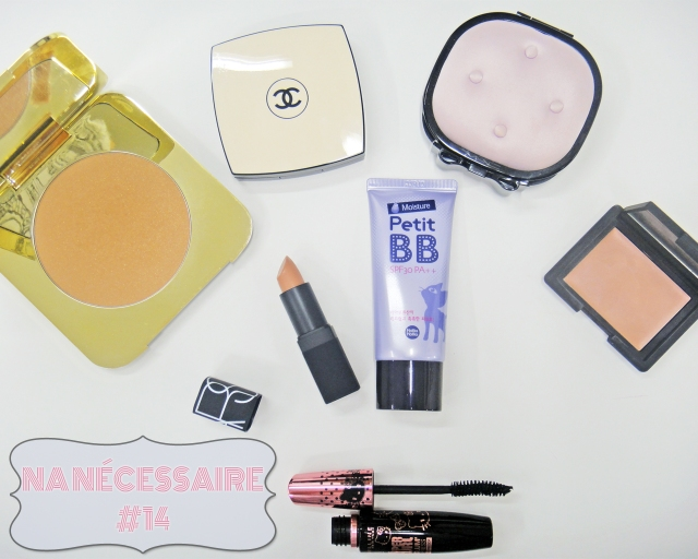 necessaire-Chanel-Les_Beiges-Tom_Ford_Beauty-Bronzing_Powder_Gold-Dust_Nars-cream_blush-penny_lane-batom-Belle_de_Jour-MAC-Fabulousness_5_Smoky_Eyes-Maybelline-Hello_Kitty_Hyper_Curl_Volum_Express_Mascara Petit-BB_Moisture